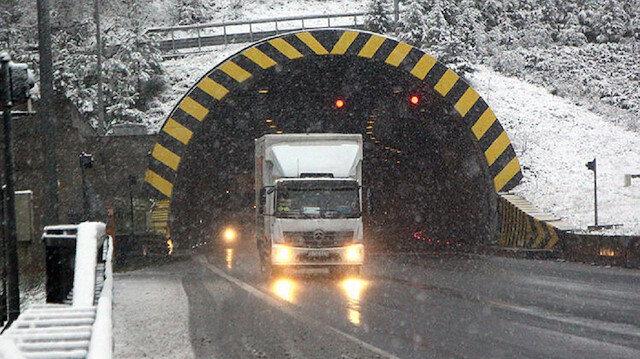 Bolu'da kar yağışı TEM'de trafiği vurdu