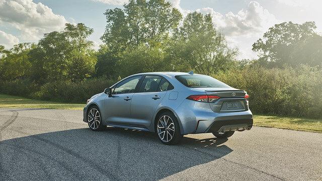 Toyota Corolla Sedan yeni tasarımıyla göz dolduruyor.