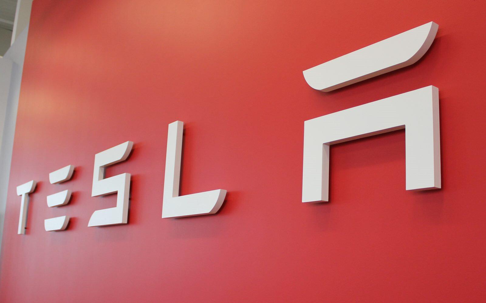 Tesla, en çok eleştirildiği konuların başında gelen 'teslimat ve üretim süreçlerini' iyi planlayarak 1.000 adetlik üretim seviyesine ulaşmayı başardı.