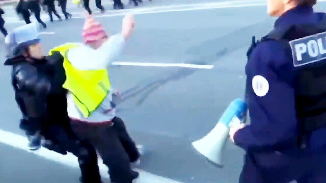 Fransız polisi yaşlı göstericiyi yere serdi