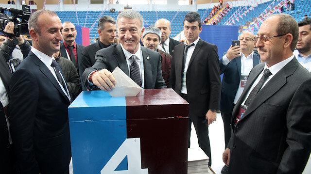 Başkan Ağaoğlu 4. sandıkta oyunu kullandı.