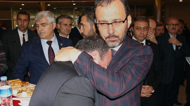 Bakan Varank konuşması sırasında gözyaşlarını tutamadı