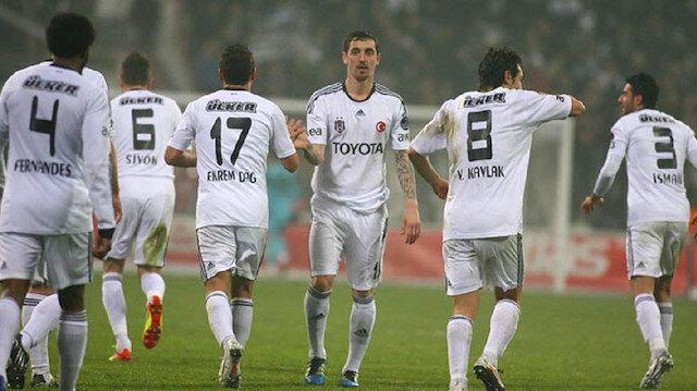 2010 yılında Stuttgart'tan Beşiktaş'a transfer olan Hilbert, siyah-beyazlı ekipte üç sezon forma giydi.