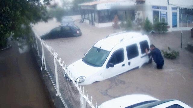 Sele kapılmasın diye arabasını bağladı