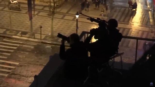 Keksin nişancılar Paris'te göstericilere ateş açıyor