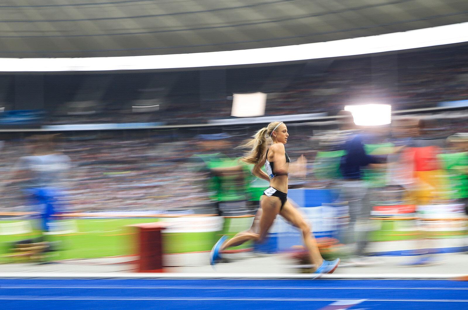 Almanya'nın başkenti Berlin'de 77. Istaf Uluslararası Atletizm Şampiyonası düzenlendi. Şampiyonada kadınlar 3000 metre engelli yarışları koşuldu.