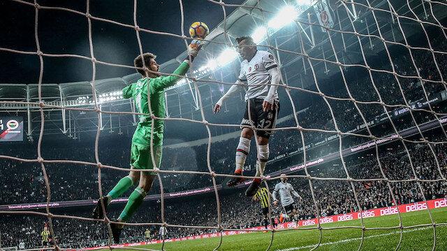 Medel, kaleye gitmekte olan topun gol olmasını müthiş bir zıplayışın ardından engellemişti.