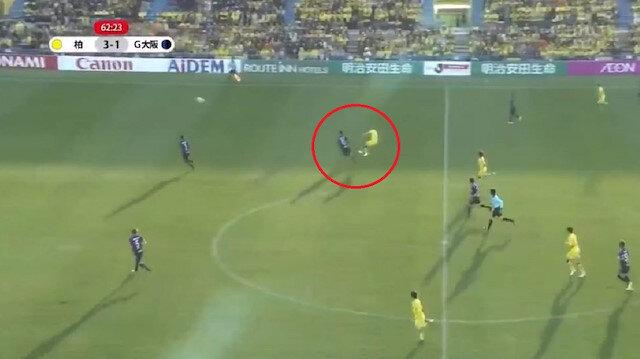 Brezilyalı futbolcu 50 metreden gol attı