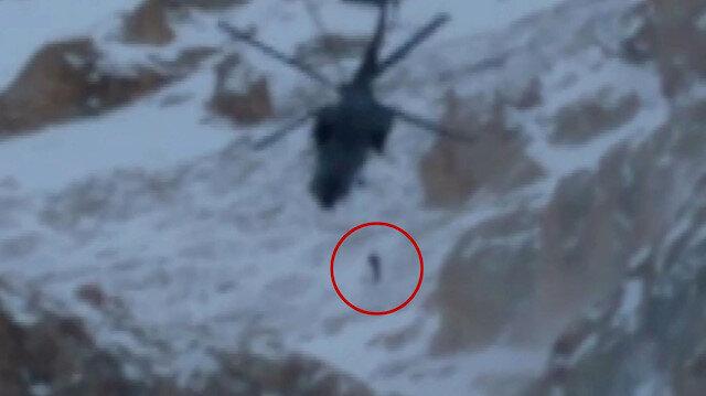 Çığ altında kalan dağcının kurtarılma anı