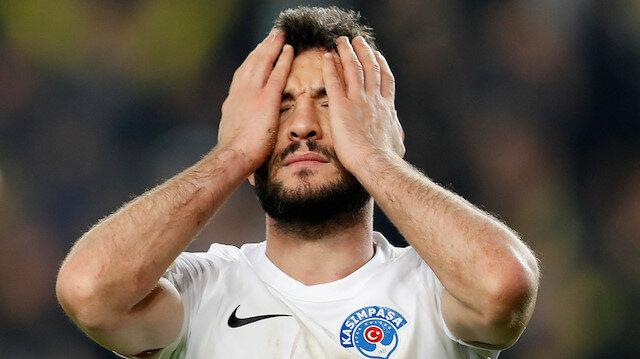 Özgür Çek, Fenerbahçe maçında kendi kalesine attığı golle takımının 2-1 yenik duruma düşmesine sebebiyet verdi.