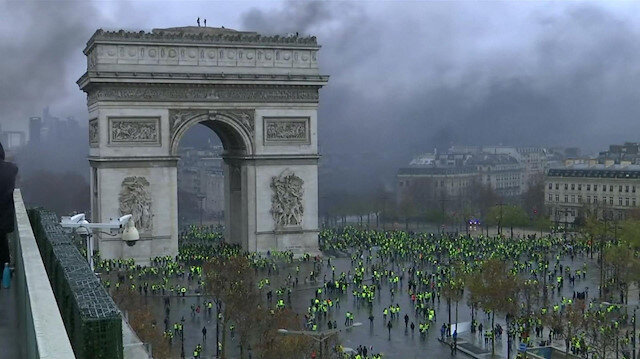 Hundreds arrested during Paris protests