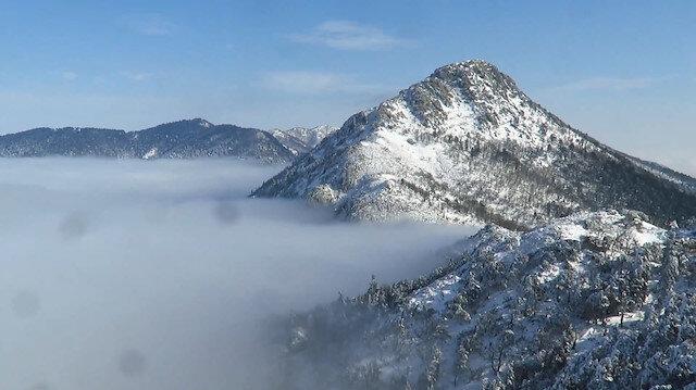 Kaz Dağlarının bulutlar üzerindeki zirvesinden eşsiz görüntüler