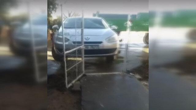 Aracını selden korumak için bulduğu yöntem şaşırttı