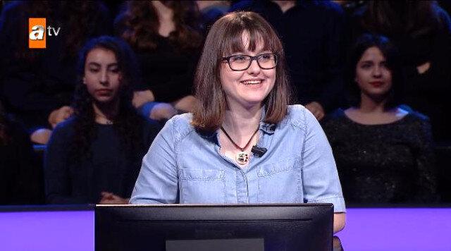 Yarışmacı Aleyna Cesur, 30 bin TL değerindeki soruyu cevaplamak için yakın arkadaşını aradı.