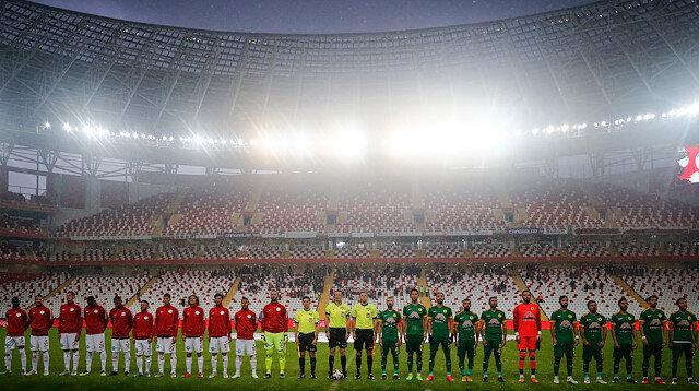 Türkiye Kupası maçında 'kulüp yönetimini' protesto ettiler
