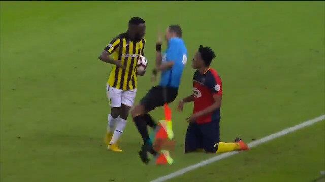 Futbolcunun attığı tokatla hakem yere yığıldı