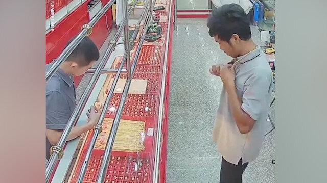 Kuyumcu, hırsızı bu taktikle yakaladı