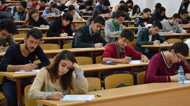 ÖSYM tarafından merkezi olarak düzenlenen sınavlardan birine giren adaylar.
