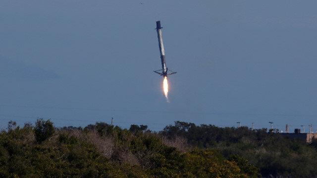 Falcon 9 roketinin düşüş anı.
