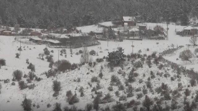 Karagöl mesire alanı kar yağışı nedeniyle beyaz örtüyle kaplandı.