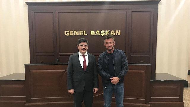 AK Parti Genel Başkan Danışmanı Yasin Aktay ve Hollywood oyuncusu Sean Penn.