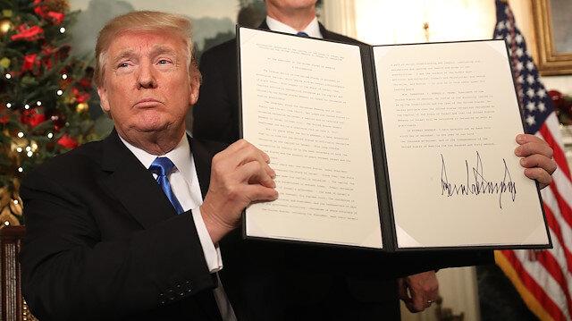 ABD Başkanı Donald Trump, Kudüs kararını böyle imzalamıştı.