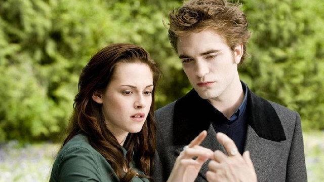 Kristen Stewart ve Alacakaranlık serisinde birlikte rol aldığı Robert Pattinson.