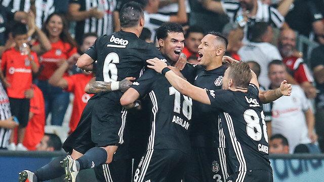Beşiktaş'ta Adriano bu sezon 14 maça çıktı.