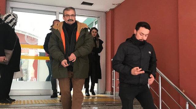 HDP eski Ankara Milletvekili Sırrı Süreyya Önder(ortada), Kandıra'daki 1 No'lu F Tipi Yüksek Güvenlikli Kapalı Ceza İnfaz Kurumu'na teslim oldu.