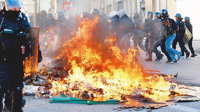 Fransa'da darbe endişesi