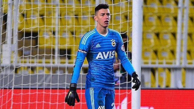 Berke Özer, 2,5 milyon euro bonservis bedeliyle Fenerbahçe'ye transfer oldu.
