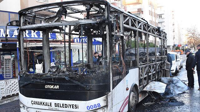 Yangın nedeniyle otobüs kullanılamaz hale geldi.