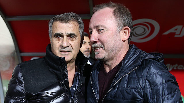 Beşiktaş Teknik Direktörü Şenol Güneş ve Alanyaspor Teknik Direktörü Sergen Yalçın.