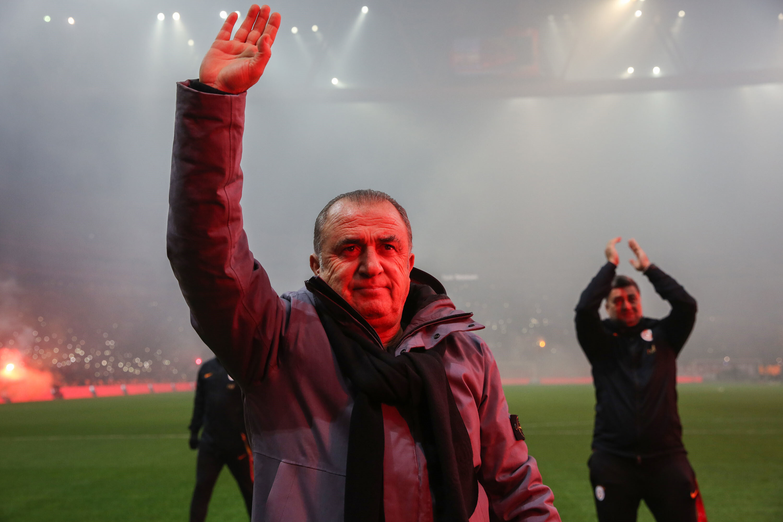 Fatih Terim, cezası sebebiyle Çaykur Rizespor karşılaşmasında takımın başındaki yerini alamayacak.