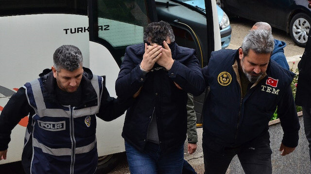 Tefecilikten gözaltına alınan CHP İlçe Başkanı Erkan Karaoğlu adliyeye sevk edildi.