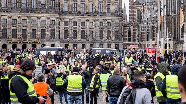 Sarı Yelekliler Hollanda'da da sokakta.
