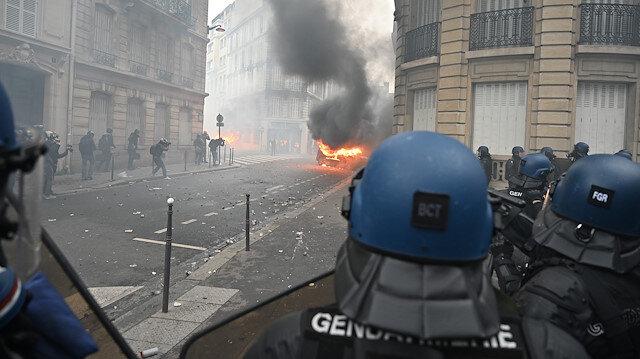 Champs-Elysees etrafındaki ara sokaklar karıştı.