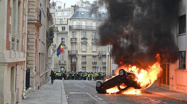 Paris'te şiddet ara sokaklara sıçradı. Polis ve itfaiye ekipleri, provokatif gruplara müdahale etmekte zorlanıyor.