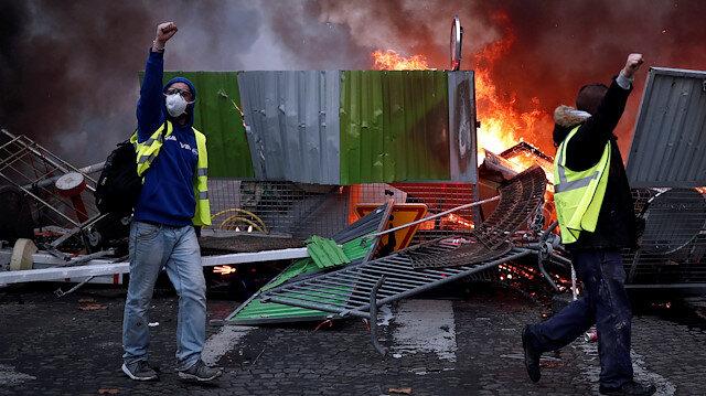 Paris'te sarı alarm: 700 kişi gözaltına alındı, 300 kişi tutuklandı