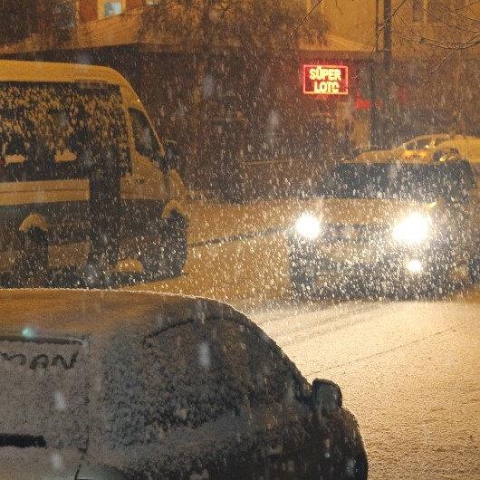 Ardahan'da sokaklar beyaza büründü