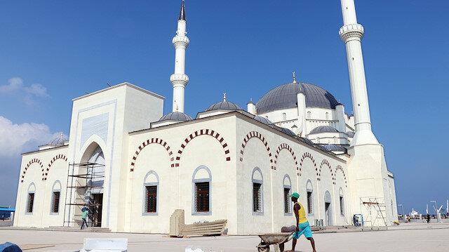 İki minareli cami, Osmanlı Devleti'nden sonra Afrika'da bir Osmanlı Sultanı adına yaptırılan ilk cami olacak.