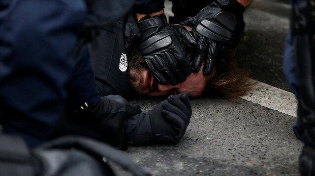 Fransa'da polis, göstericilere müdahale etti.