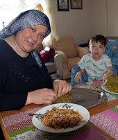 Sarma sarıp oğlunu tedavi ettirdi
