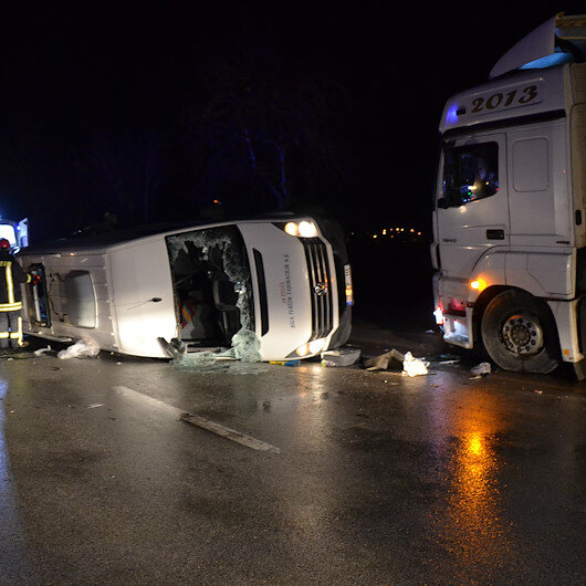 Çanakkale'de minibüs ile TIR çarpıştı: 4 ölü