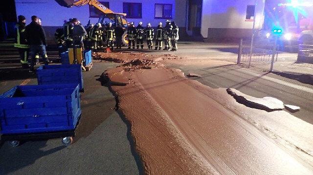 تسرب 1 طن من الشوكولاتة في شارع مدينة ألمانية