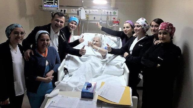 Dört defa kalbi duran 82 yaşındaki kadın hayata döndü