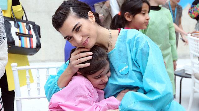 """""""توبا"""" تقضي """"يوما في المتحف"""" مع أطفال سوريا"""