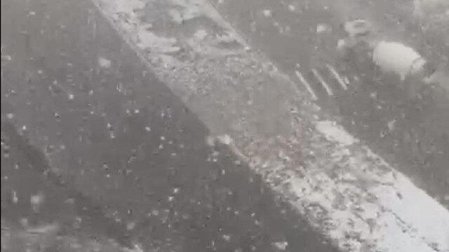 Başakşehir'de lapa lapa kar yağdı