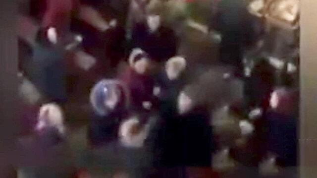 Rahiplerden cemaatin gözü önünde yumruk yumruğa kavga