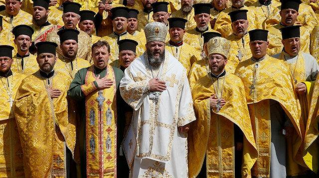 Ukrayna'daki kilisede rahipler birbirine girdi